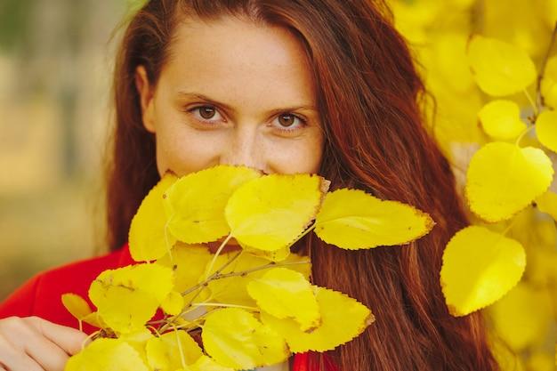 Concetto di espressione del volto di donna Foto Gratuite
