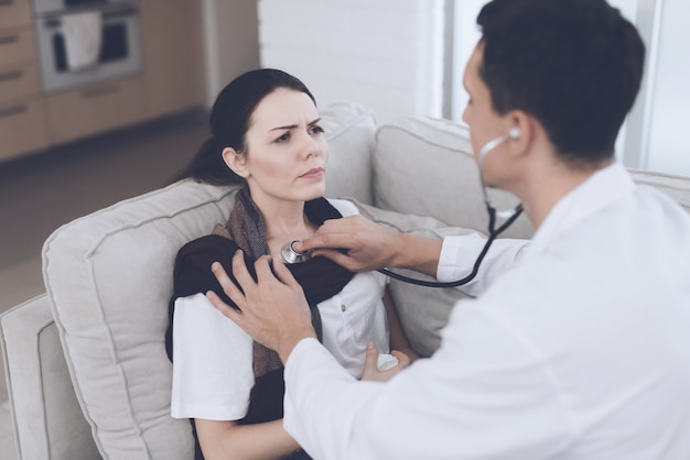 The woman fell ill and called the doctor at home. Premium Photo