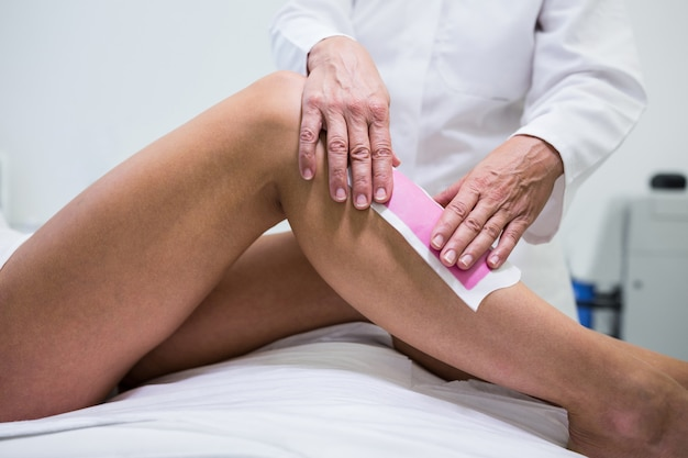 Woman getting her leg hair removed Free Photo