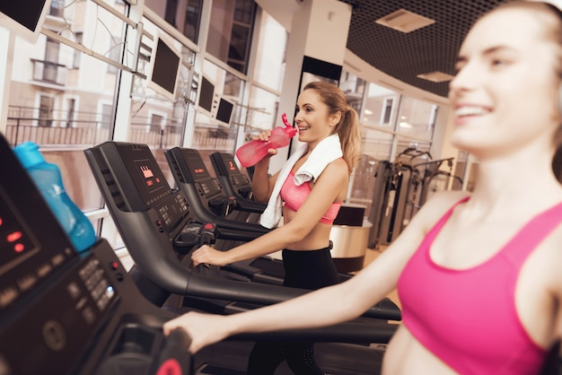 Woman and girl running on treadmill at the gym. Premium Photo