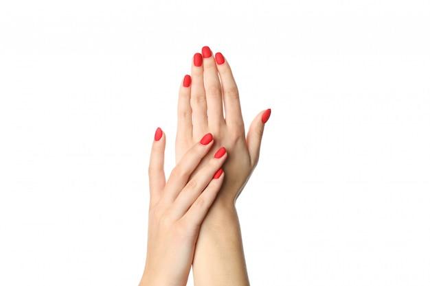 Руки женщины, стильный красный маникюр изолированный на белой предпосылке, крупном плане. концепция здравоохранения Premium Фотографии