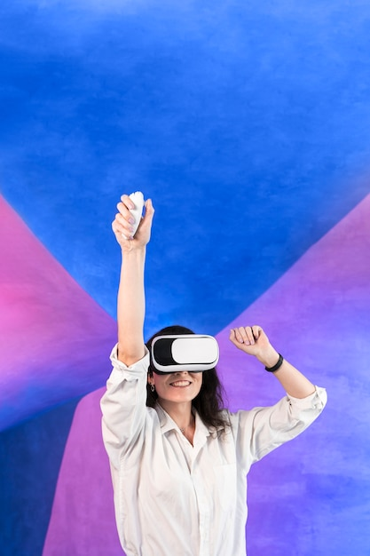 Woman having a good time using virtual reality headset Free Photo