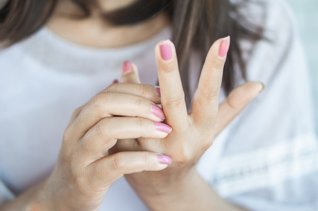 Woman having itchy and  scratching hand Premium Photo
