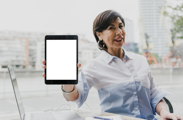 Woman holding a mockup tablet Free Photo