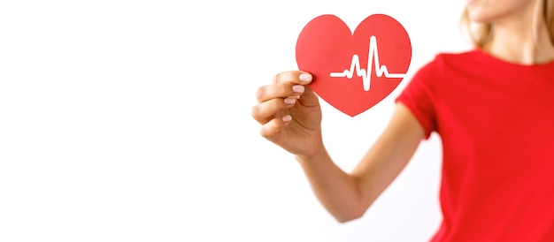 Woman holding paper heart with copy space and heartbeat Free Photo