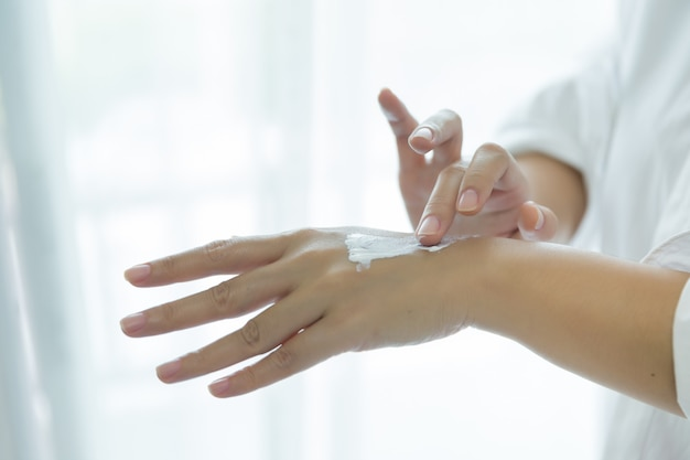 the words dry written in cream on a hand