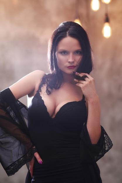 Женщина в черном платье Бесплатные Фотографии