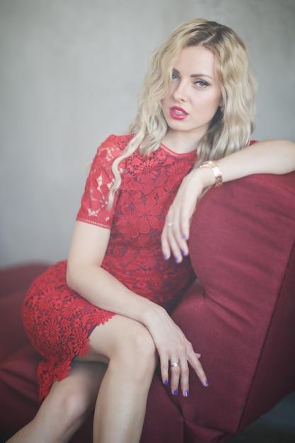 赤いドレスの女 無料写真