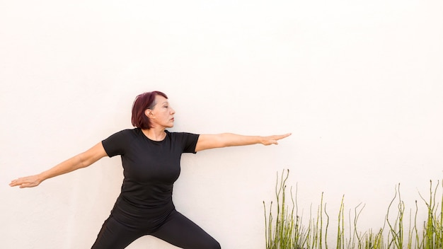 Woman leaning on a wall and doing exercises Free Photo