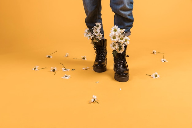 Woman legs wearing shoes with flowers inside Free Photo