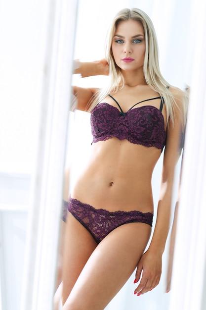 Donna in lingerie Foto Gratuite