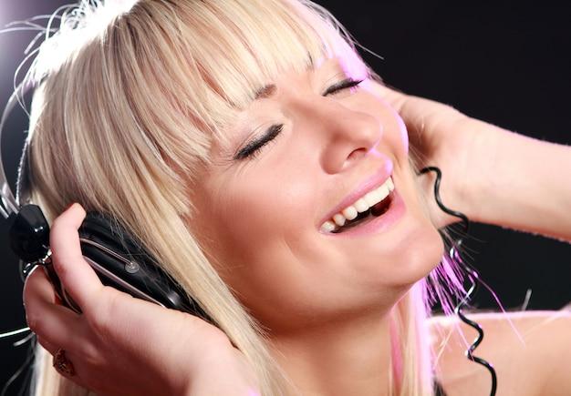 Woman listening music Free Photo