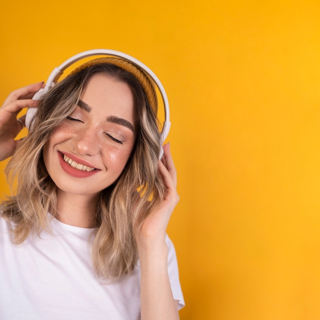 Woman listening to music Free Photo