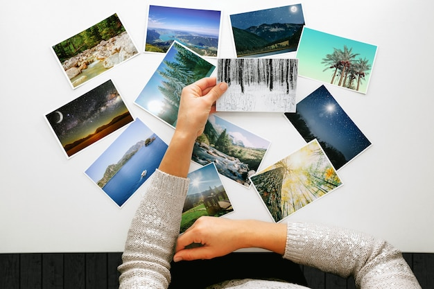 Woman looking at photos, remember nostalgia for a day of rest Premium Photo