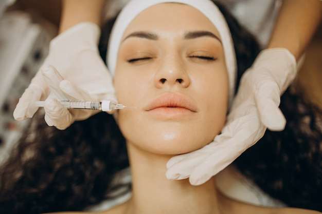 Woman making injections at cosmetologist Free Photo