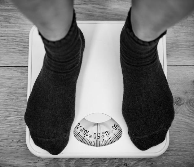 Женщина в весовой шкале Бесплатные Фотографии