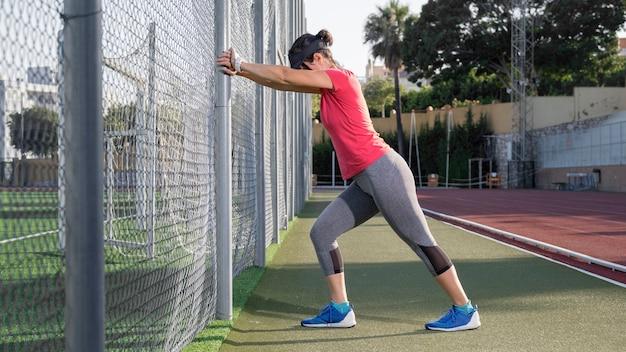フィールドトレーニングの女性 無料写真