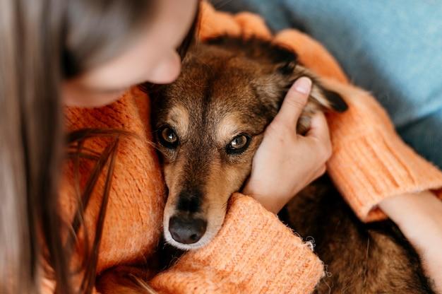 Очаровательная собака ласки женщина Бесплатные Фотографии