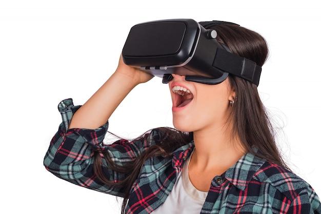 Vrヘッドセットメガネで遊ぶ女性。 無料写真