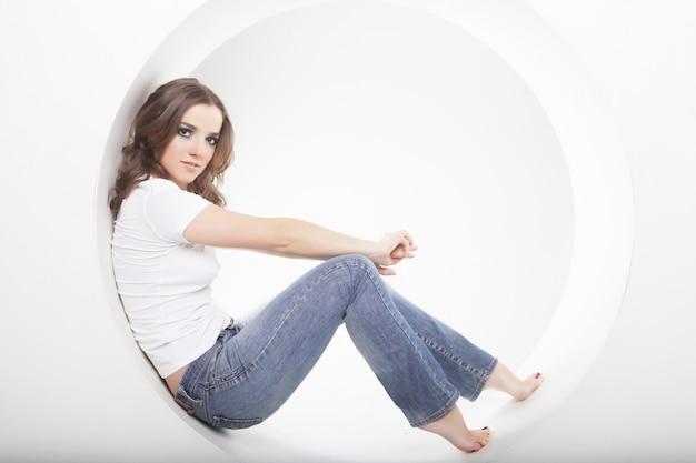 Woman posing in a circle Premium Photo
