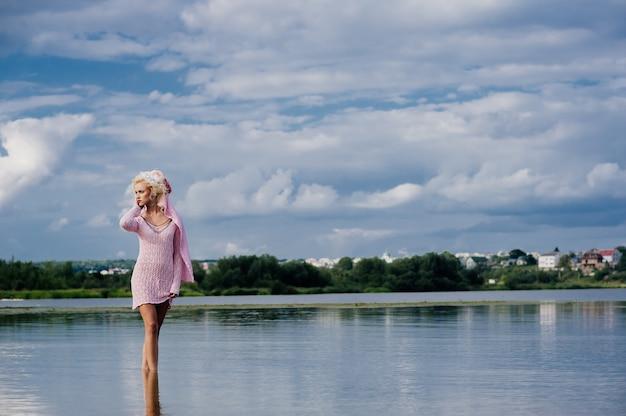 Woman posing for a photo at beach Premium Photo