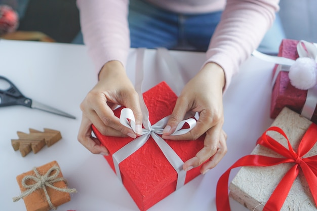 Woman prepare diy gift. Premium Photo