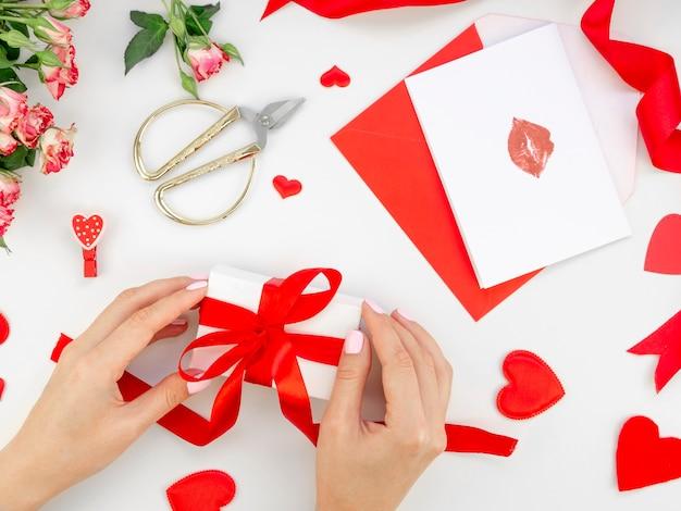 Woman preparing valentine gift Free Photo