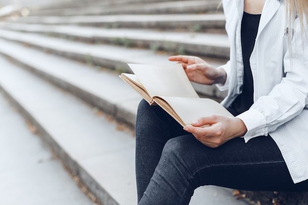 Woman reading book. close up. Premium Photo