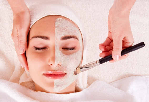 Woman receiving facial mask at beauty salon Premium Photo