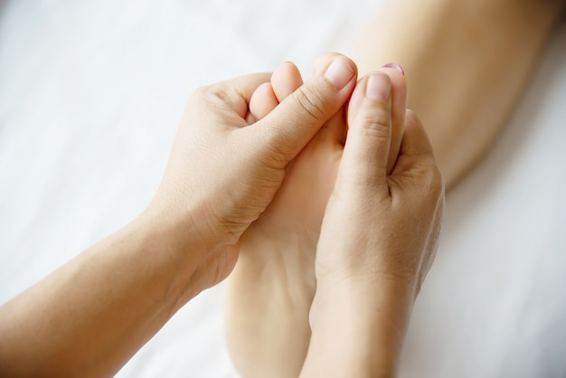 woman-receiving-foot-massage-service-from-masseuse-close-up-hand-foot-relax-foot-massage-therapy-service-concept_1150-13722 Are usually Main Benefits of Massage therapy?