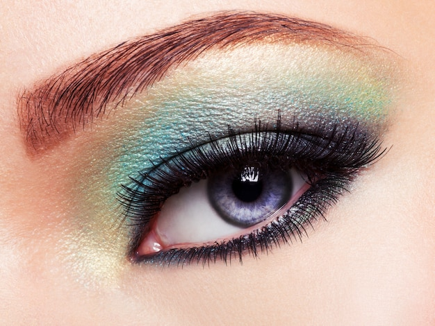 Occhio di donna con trucco occhi verdi Foto Gratuite