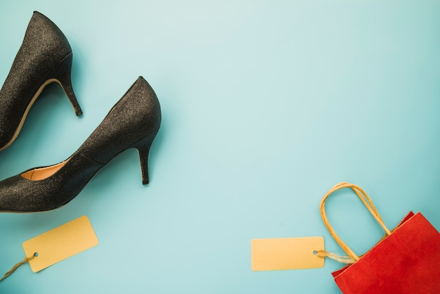 Woman shoes with shopping bag Free Photo