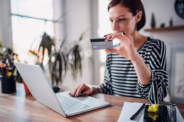 Woman shopping online and using credit card Premium Photo