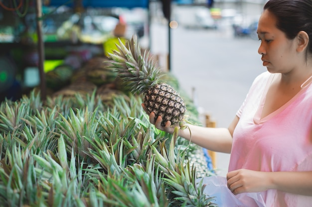 Woman shopping organic fruits Free Photo