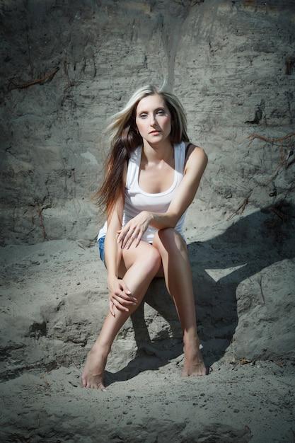 Woman sitting on the floor Free Photo