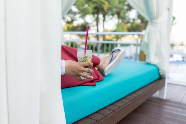 リゾート、プール、飲むこと、ジュース Premium写真