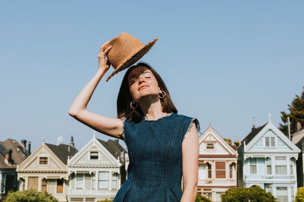 Woman standing in front of the painted ladies of san francisco, usa Free Photo