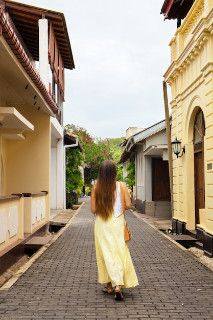 A woman strolls through the city of halle Premium Photo