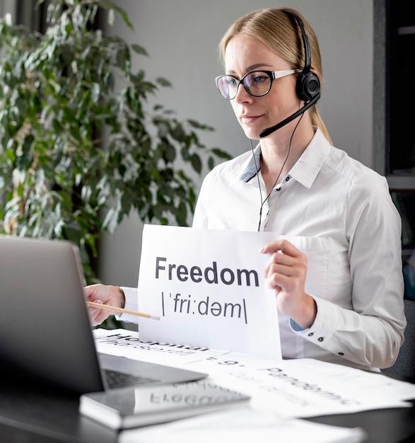 Женщина учит своих учеников свободе Бесплатные Фотографии