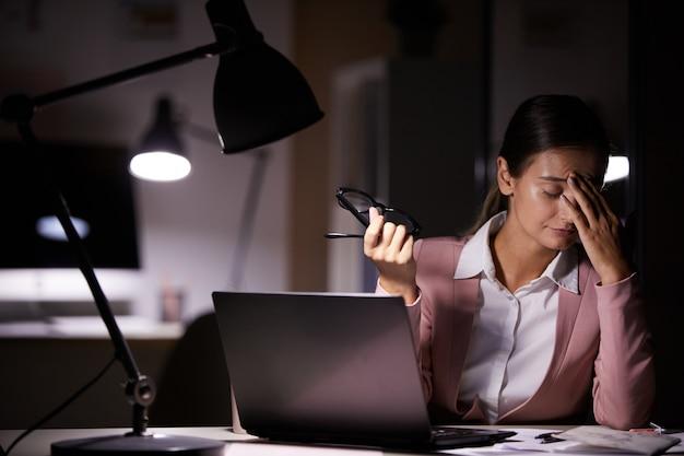 Девушка устала на работе как поддержать работа в новопавловск