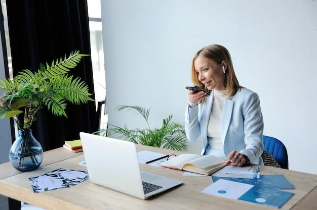 Woman top manager dictates voice message Premium Photo