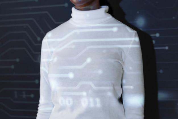 가상 화면 미래 소셜 미디어 커버를 만지는 여자 무료 사진