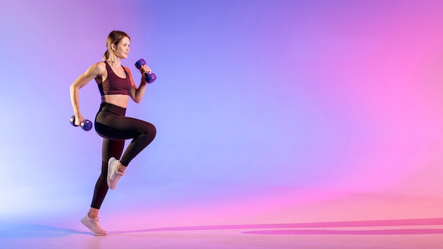 Woman training with weights Premium Photo