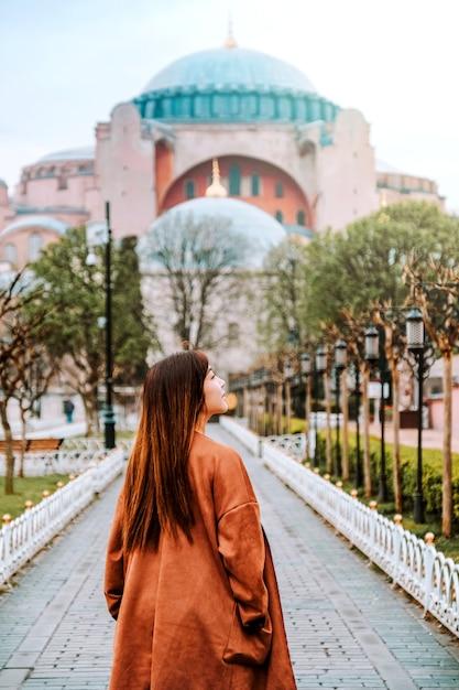 Woman traveling in istanbul aya sofia mosque, turkey Premium Photo