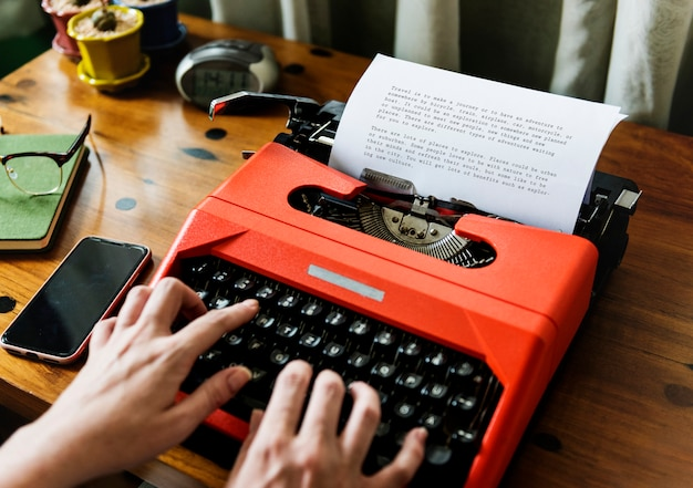 Woman typing on a retro typewriter Premium Photo