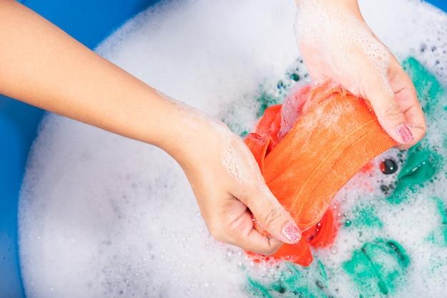 نکات شستن لباس ها با دست