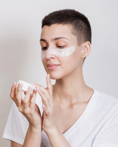 Woman using some face cream for hydrating Free Photo