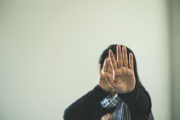 Woman in violence and discrimination Premium Photo