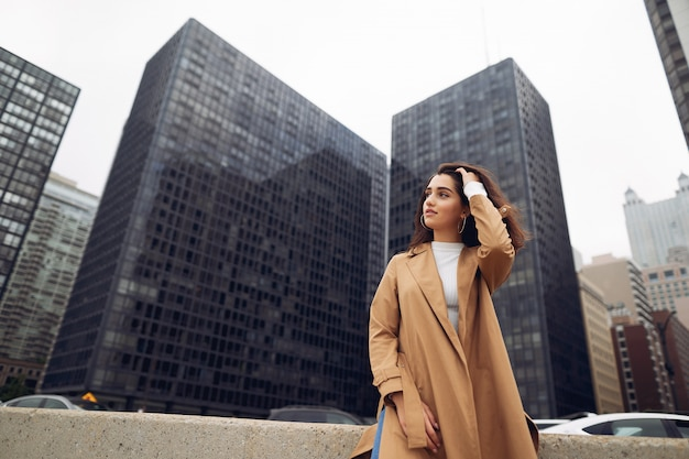 Woman walks the streets of chicago Free Photo