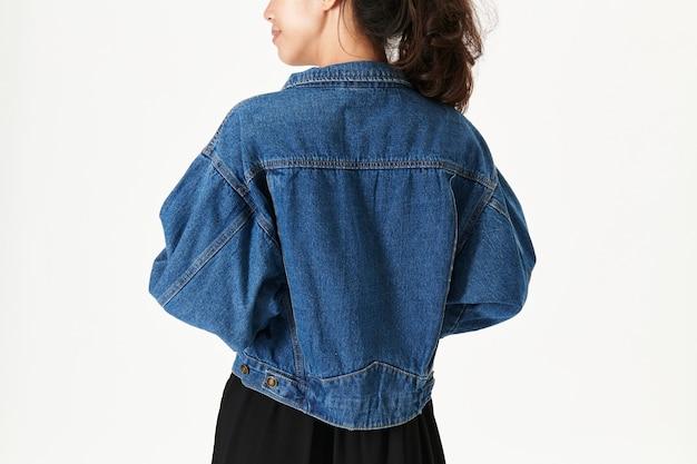 Женщина в джинсовой куртке макет Бесплатные Фотографии